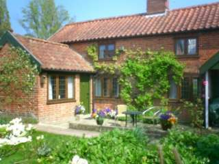 Mistletoe Cottage for 2 with woodburner - Suffolk