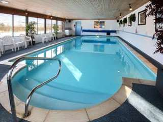 swimming pool with holiday cottage in Northumberland