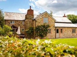 Cosy, Beautiful 5* Cottage in amazing rural location with Free WiFi, Games room