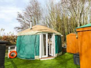 The Lakeside Yurt Dogs-welcome Cottage, Cotswolds , Worcestershire,  England