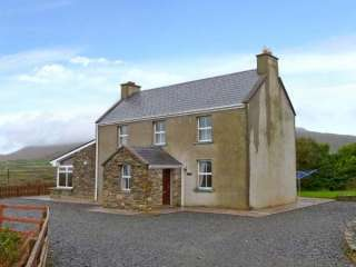 3 Bedroom Cottage with Mountain Views close to the Ring of Kerry