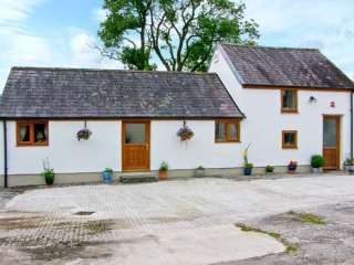 Dog-Friendly Farm-stay near Carmarthen
