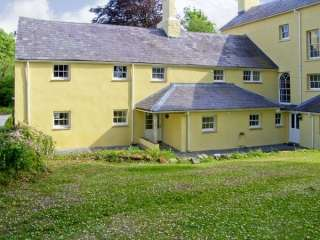 Beeches Holiday Apartment near Carmarthen