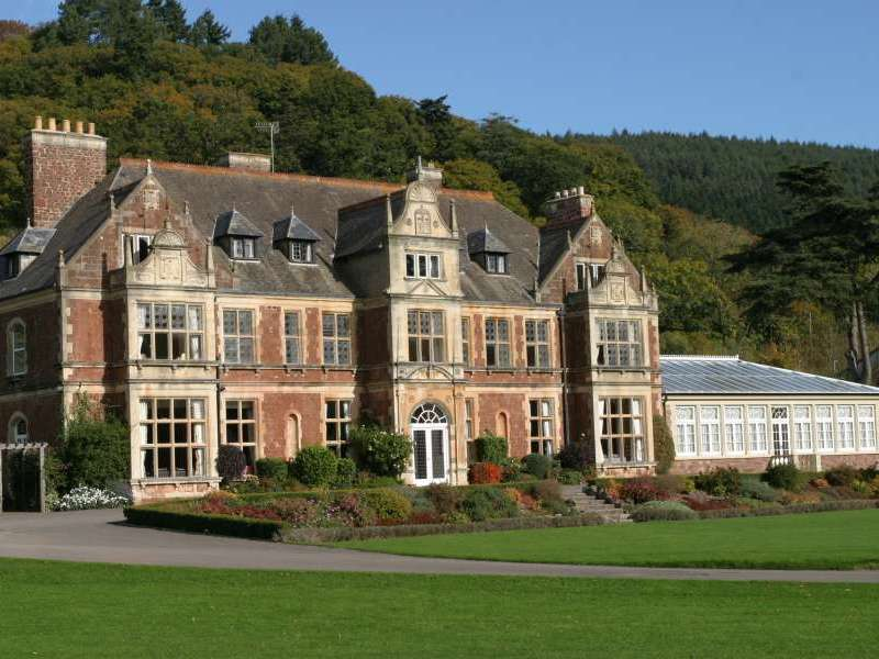 Knowle manor dunster somerset exmoor national park england for Holiday homes in somerset with swimming pool