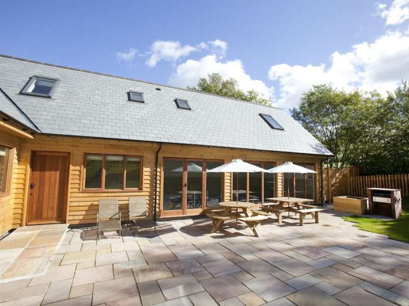 Flossy brook chard somerset west country england for Holiday homes in somerset with swimming pool