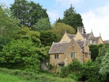 Court house family cottage for 4 uley gloucestershire for Family cottages