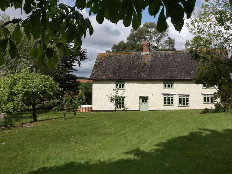 Cherry tree farmhouse halse somerset exmoor national park england for Holiday homes in somerset with swimming pool