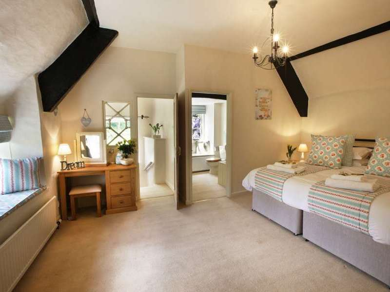 Cherry tree farmhouse halse somerset exmoor national - Holiday homes in somerset with swimming pool ...