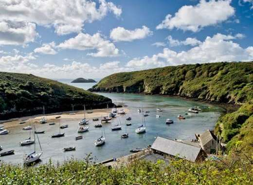 One mile from beautiful Solva harbour