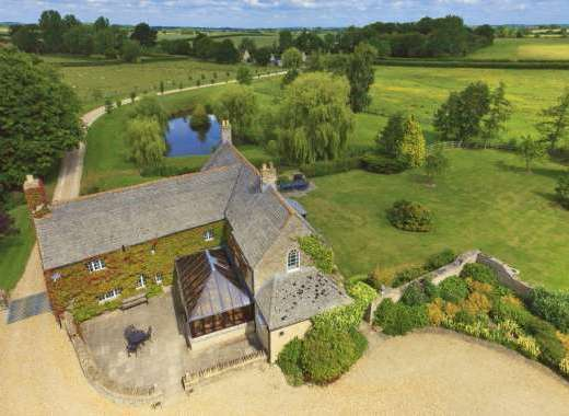 The Cotswold Manor Hall with Hot-Tub and Games Barn