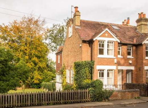 Midsomer Cottage is a delightful extended 3 bedroom Victorian cottage