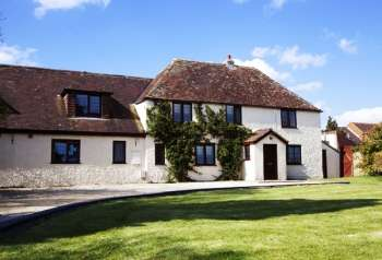 Large self-catering country house in Wiltshire