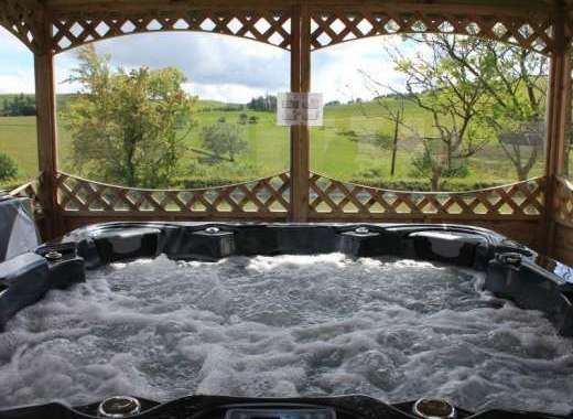 Caban Iwrch with all weather Hot tub