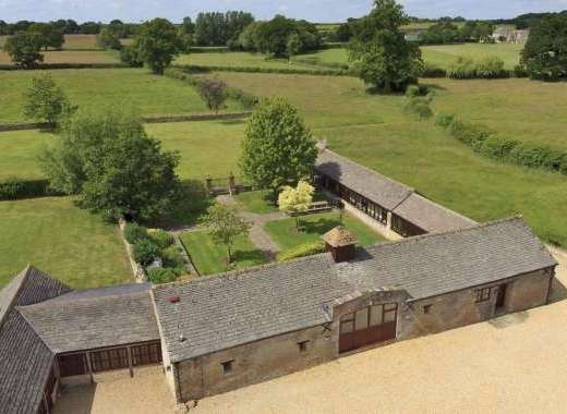 The Cotswold Manor Grange with Hot-Tub and Games Barn