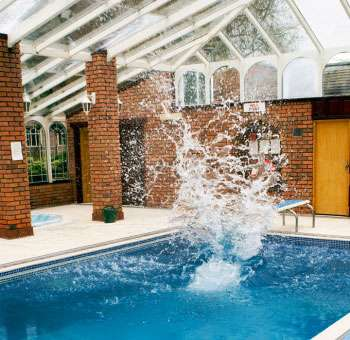 Somerset self-catering cottage - swimming pool
