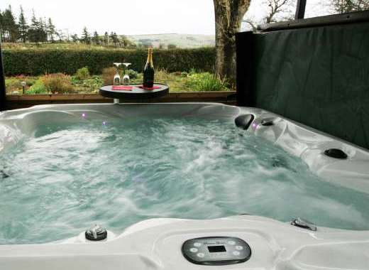 Hot tub holiday cottage wrexham wales