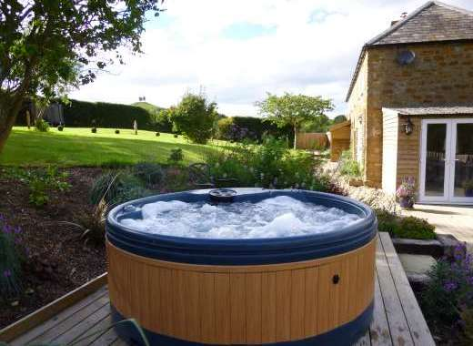 Hot Tub with views of Colmers hill