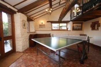 country house self-catering weekend parties