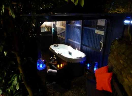 RElax & unwind in the outdoor spa hot tub whatever the weather