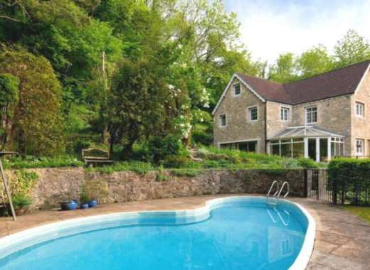 Large Country House near Bath with an Outdoor Swimming Pool