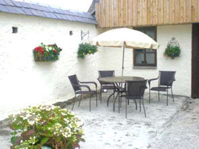 Swallow Country Cottage Sleeps 4 plus cot