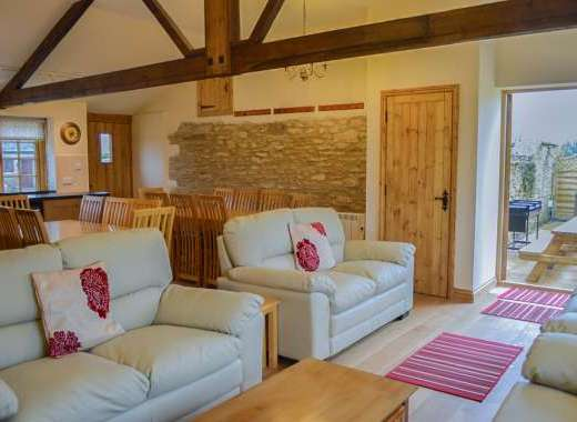 5 bedroom 6 bathroom self-catering house cotswolds
