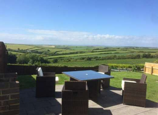 South Devon dog friendly holiday home with hot tub and enclosed garden