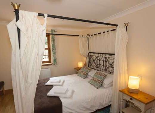 Romantic four poster master bedroom at Rose Cottage