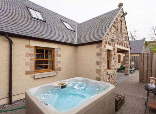 Appletree Cottage with Warm Bubbly Hot Tub