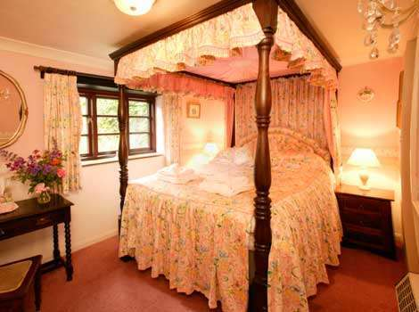 Lakeside Cottage Romantic Four Poster Bedroom