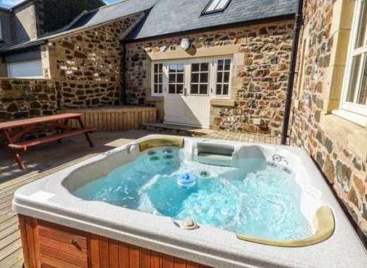 Hemmel Rural Retreat with Hot Tub