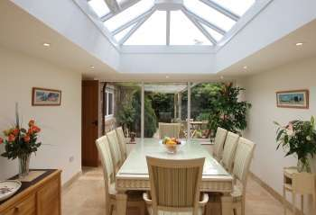 5 star holiday cottages Light, bright Orangery style dining room