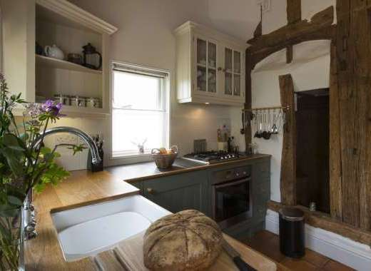 romantic self-catering cottage near london