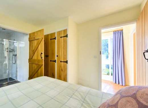Twin-bedded room en suite