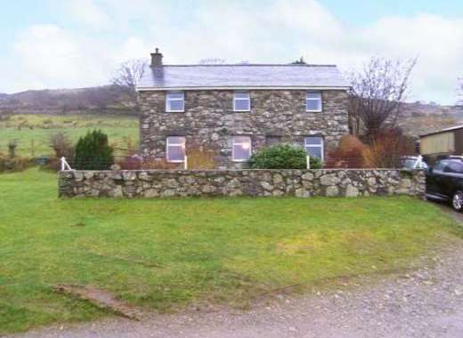 Dog-Friendly Farmhouse, Garndolbenmaen, near Criccieth