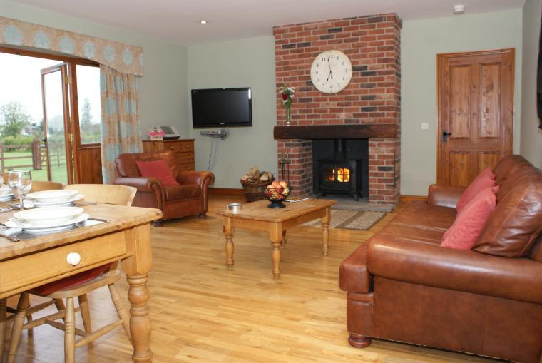 Oak Holiday Cottage in converted barn