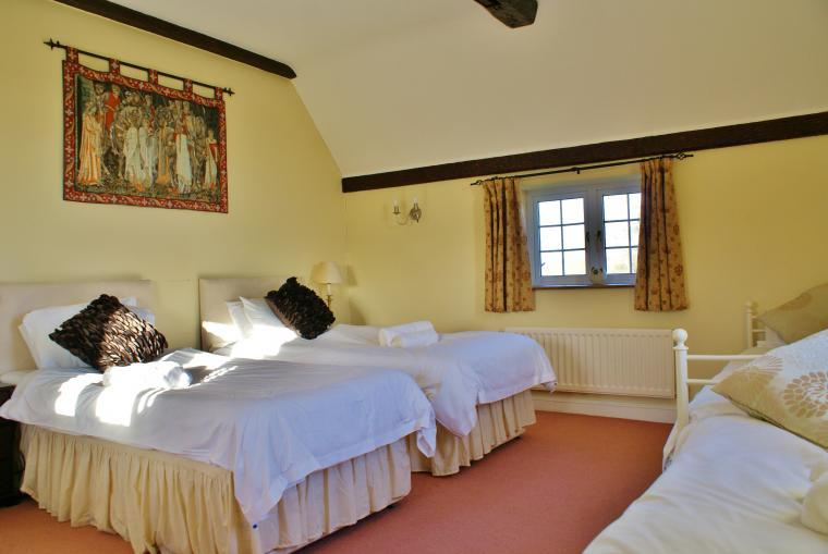 The Cotswold Manor Hall, Exclusive Hot-Tub, Games Barn, 70 acres of Parkland, Oxfordshire, Photo 10