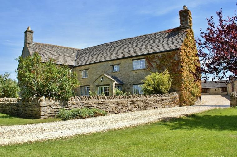 The Cotswold Manor Hall, Exclusive Hot-Tub, Games Barn, 70 acres of Parkland, Oxfordshire, Photo 3