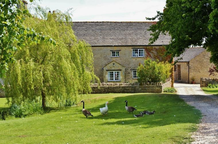 The Cotswold Manor Hall, Exclusive Hot-Tub, Games Barn, 70 acres of Parkland, Oxfordshire, Photo 12