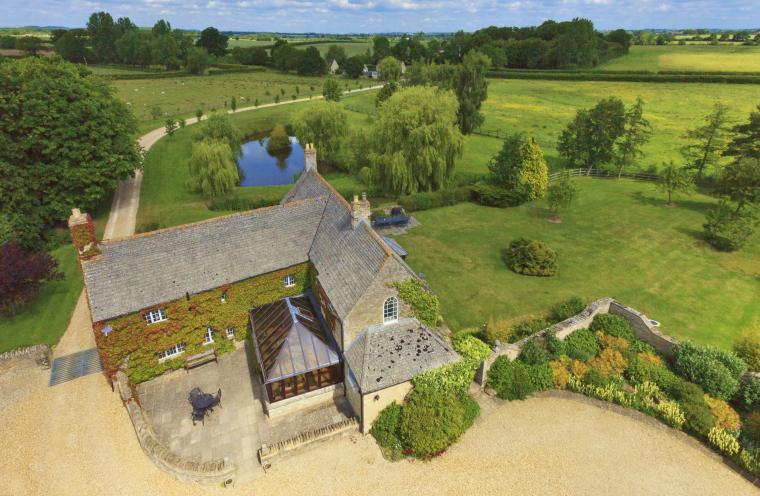 The Cotswold Manor Hall, Exclusive Hot-Tub, Games Barn, 70 acres of Parkland, Oxfordshire, Photo 1