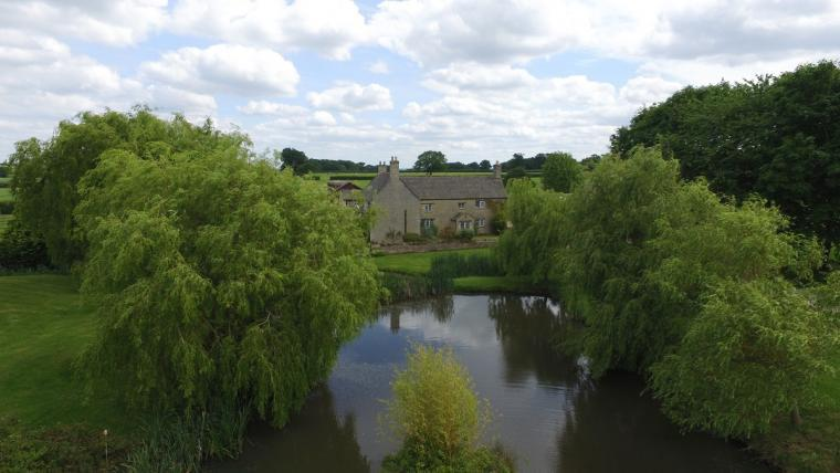 The Cotswold Manor Hall, Exclusive Hot-Tub, Games Barn, 70 acres of Parkland, Oxfordshire, Photo 7
