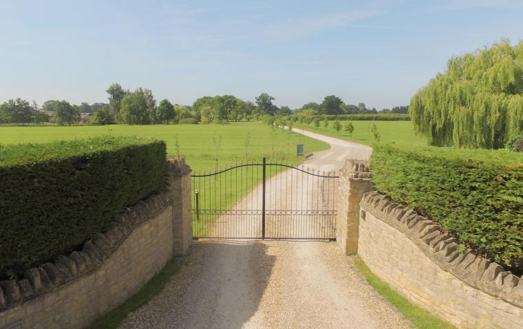 The Cotswold Manor Hall, Exclusive Hot-Tub, Games Barn, 70 acres of Parkland, Oxfordshire, Photo 5