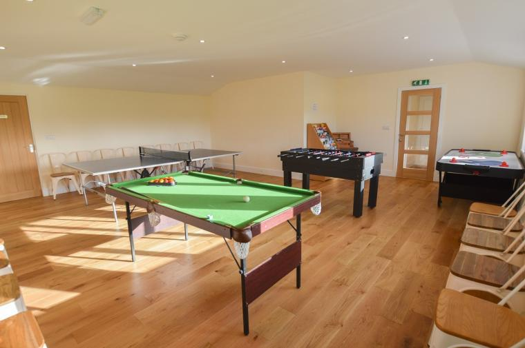 The Cotswold Manor Hall, Exclusive Hot-Tub, Games Barn, 70 acres of Parkland, Oxfordshire, Photo 11