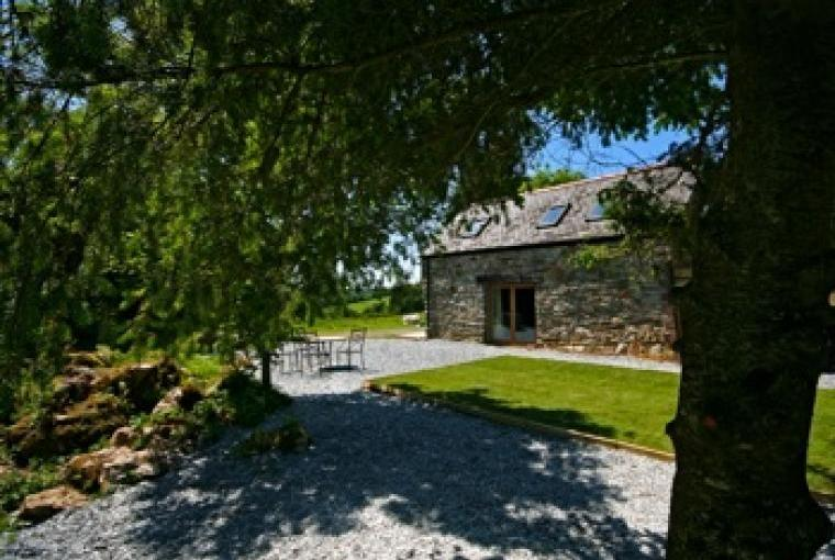 Exterior Lodge Garden & Views