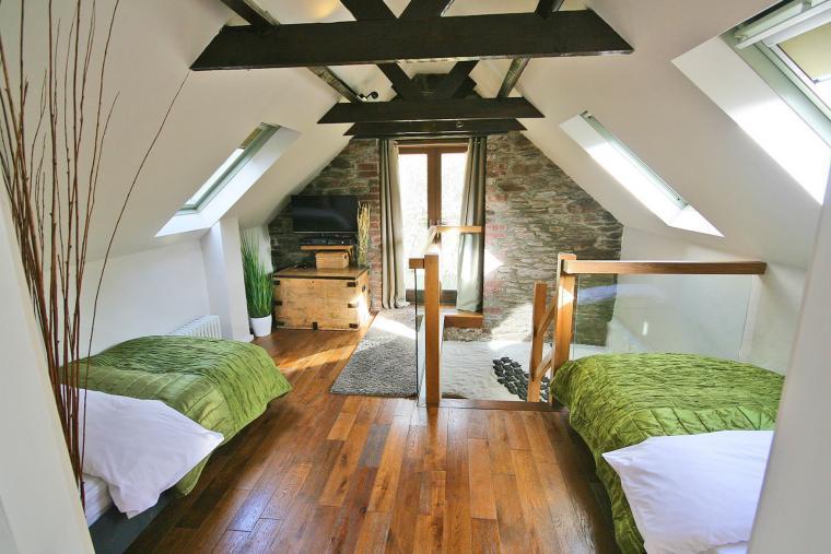 Second Bedroom Mezzanine with XboxOne & Xbox360