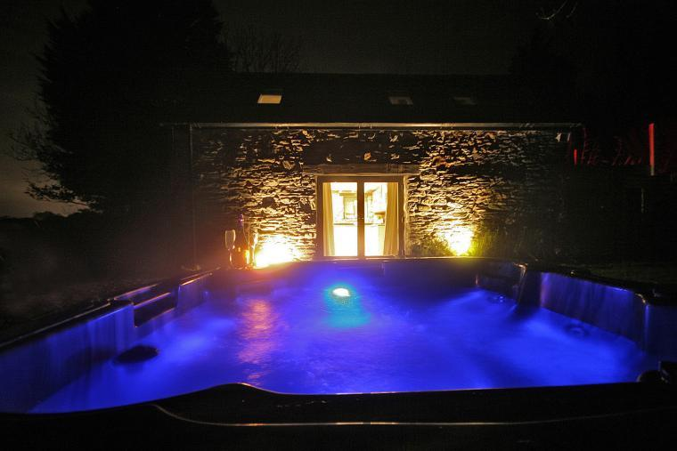Private Hot Tub & Mood Lighting
