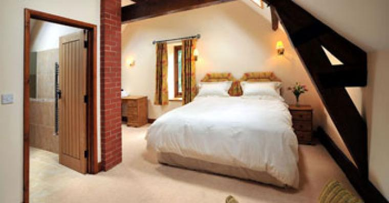8 luxurious en-suite double or twin bedrooms