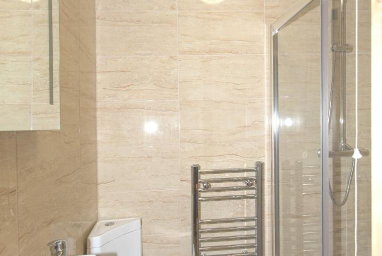 The shower room wc for the twin bedroom