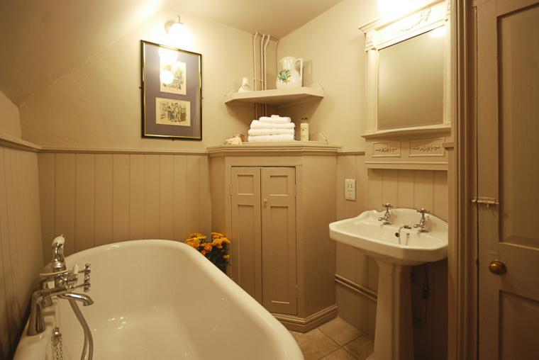 Laundry Cottage Bathroom