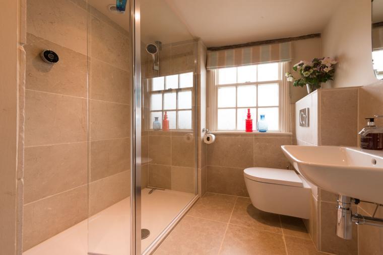 Bathroom, Navigation Cottage